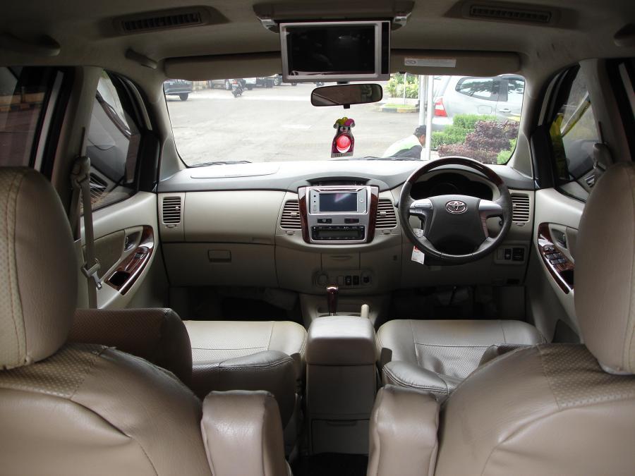 toyota innova v luxury 2013