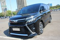Toyota: Voxy 2.0 AT Hitam 2018 - Good Condition