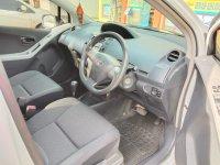 Toyota: yaris 2013 matic, mulus, tgn ke pertama, ex wanita (tampak interior depan kanan.jpg)