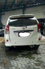 Dijual Toyota Avanza Veloz 2013 Matic (tampak belakang.jpeg)