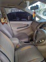 Toyota Innova G Bensin Matic 2005 Istimewa (f5cb2226-a49f-4fc7-8176-a9df13d5d453.jpg)