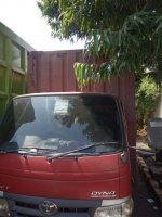 Toyota Dyna: Mobil Box CDD - Warna Merah (2.1. CDD R Front R.jpg)