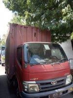 Toyota Dyna: Mobil Box CDD - Warna Merah (2. CDD R Front L.jpg)