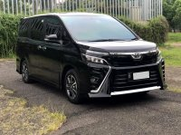 TOYOTA VOXY 2.0 AT HITAM 2018 (3.jpeg)
