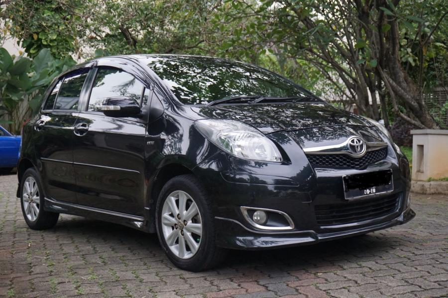 Toyota Yaris 15 S Limited Black Pemakaian 2011