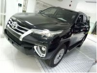 Toyota: FORTUNER 4X2 2.4 VRZ BLACK (0102233_cd5604574547743809164_v1sm.jpg)