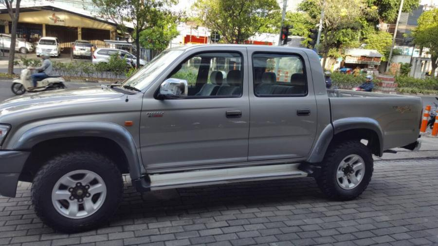 Toyota Hilux double cabin diesel 4x4 3000cc - MobilBekas.com