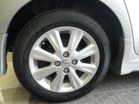 Toyota: YARIS E'12 MT SILVER Model Baru Pjk Jan'18 Ban Serep Belum Turun (DSCN7292[1].JPG)