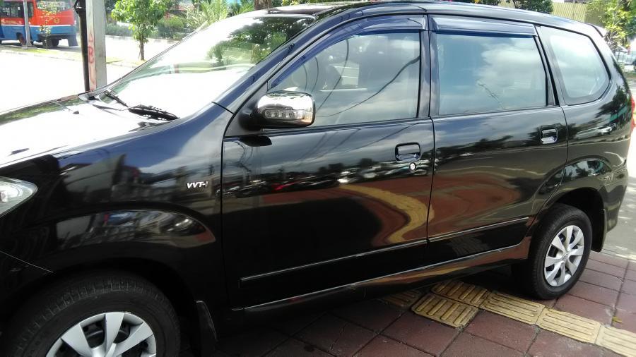Mobil Avanza 2010 Hitam