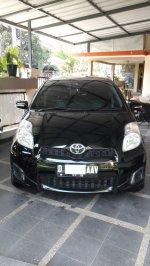 Toyota Yaris E 2013 black MT (1.jpg)
