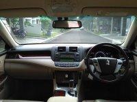 Dijual Toyota Crown Royal Saloon 3.0G AT 2010 (09 CROWN 2010 DASHBOARD.jpg)