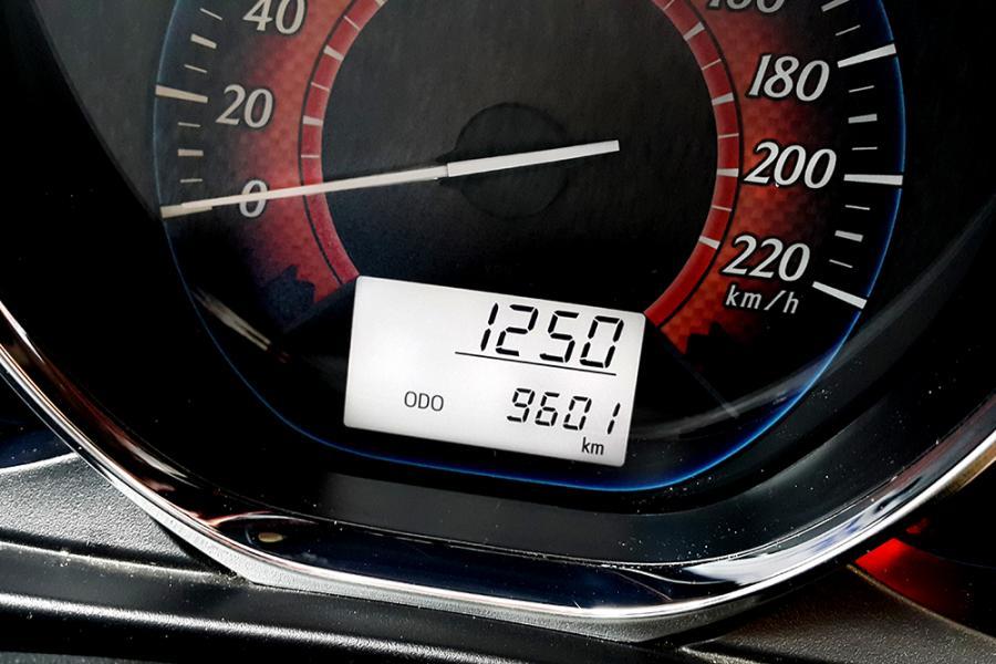 Toyota Yaris 2015 MT H1TAM Seperti Baru 99% - MobilBekas.com